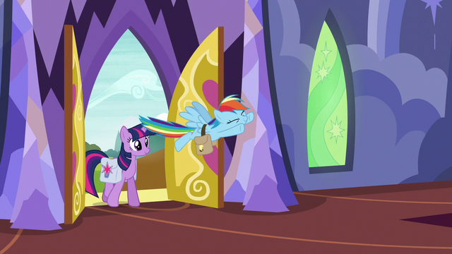 File:Twilight and Rainbow return to the castle S6E24.png