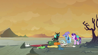 Discord falls over onto the ground S6E25