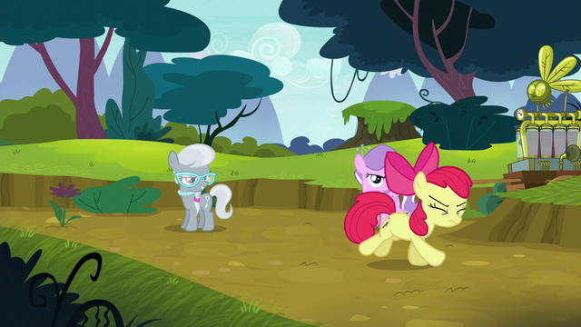 File:Apple Bloom running away in shame S5E4.png