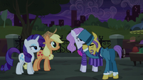 Business Pony bowing to AJ and Rarity S5E16