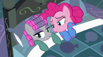 Maud and Pinkie under the bedsheets S7E4
