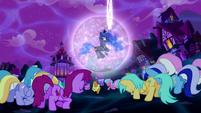 Ponies bowing to Princess Luna S5E13