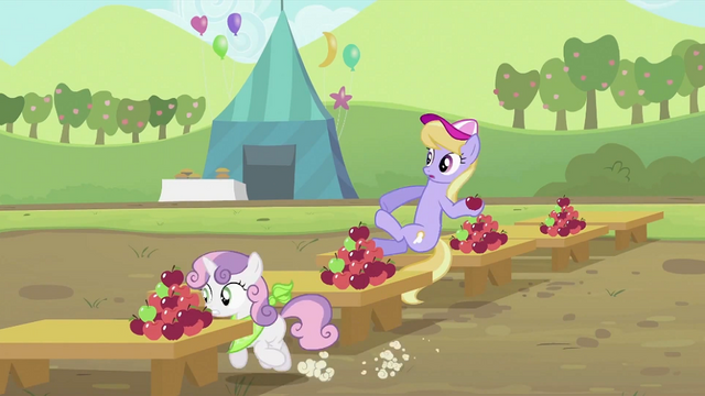 File:Sweetie Belle running S2E05.png