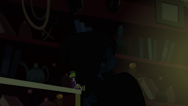 File:Trixie turns around S3E05.png