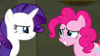 Rarity glares at Pinkie disapprovingly S6E9