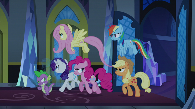 File:Changeling Seven investigate the noise S6E25.png