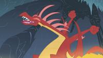 Dragon stretching S1E07