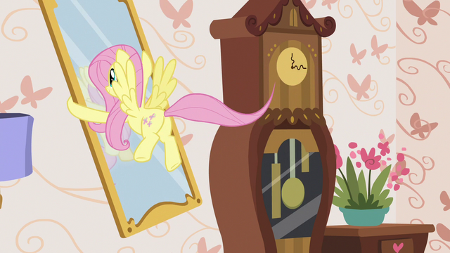 File:Fluttershy picking up a wall mirror S7E12.png