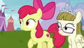 Apple Bloom and Zipporwhill watching Scootaloo S7E6.png