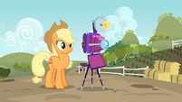 Applejack about to take a family photo S3E8