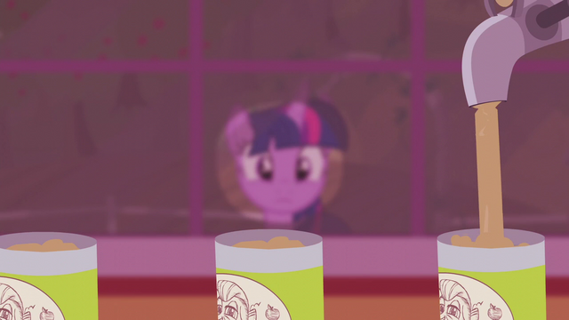 File:Twilight looking at applesauce assembly line S5E25.png