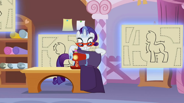 File:Rarity operating the sewing machine S1E14.png