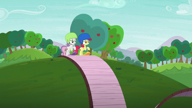 File:Apple Bloom and Sweetie Belle at the start of the track S6E4.png