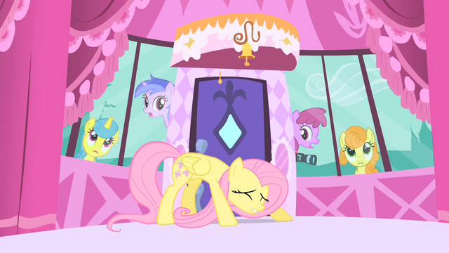 File:Fluttershy hiding from the paparazzi S1E20.png