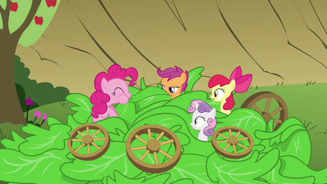 File:Pinkie Pie eating the lettuce S3E04.png