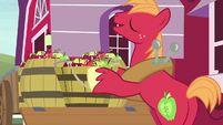 "Big Mac answering Sweetie Belle ""eeyup"" S7E8"