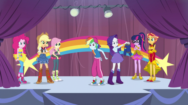 File:Rarity removes Rainbow Dash's jacket EGS1.png