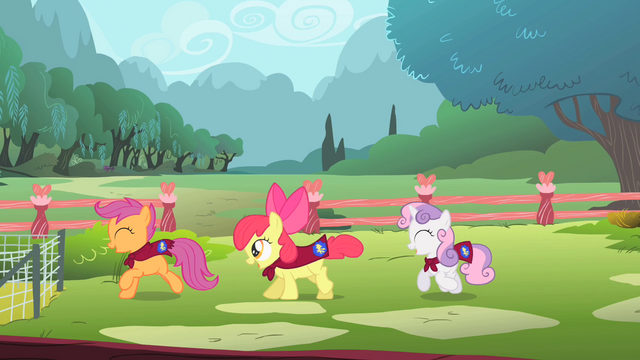 File:CMC playing at Fluttershy's cottage S01E17.png