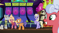 Ponies pleased by Gladmane's announcement S6E20