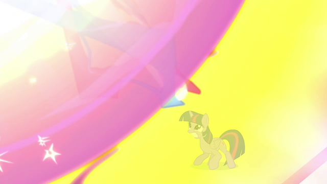 File:Twilight braces herself S4E26.png