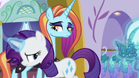 Rarity shuffles past Sassy Saddles in shame S5E14