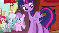 Twilight looks at her tail S4E15