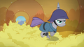 Maud races through applesauce tunnel S4E18.png