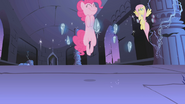 Pinkie Pie floating S01E02