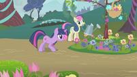 Sweetie Drops watering flowers S1E10