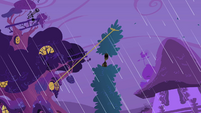 Tree in Applejack's lasso S1E08