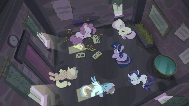 File:Twilight thinking while others are asleep S5E02.png