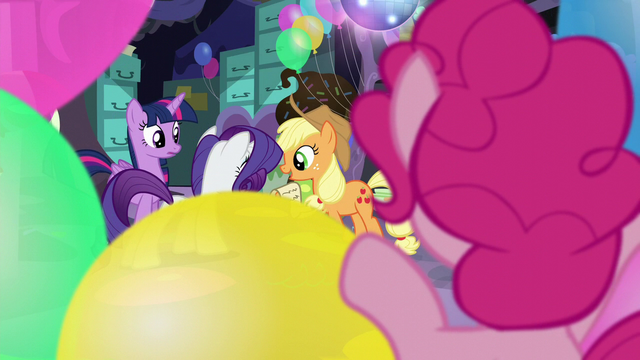 File:Pinkie watches her friend while hidden S5E11.png