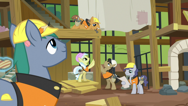 File:Construction pony building an animal hospital S7E5.png