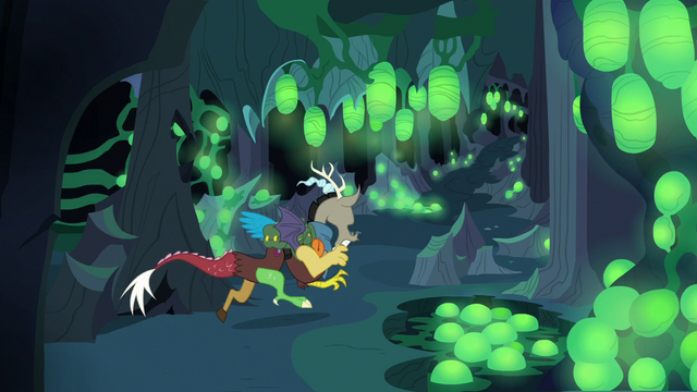 File:Discord running into a nursery hive S6E26.png