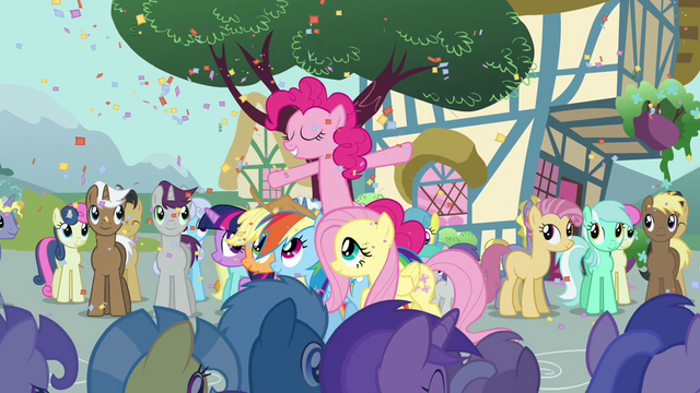 """File:Pinkie Pie sings """"fill my heart up with sunshine"""" S2E18.png"""