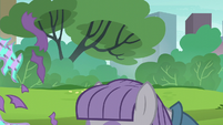 Maud Pie opening her present S6E3