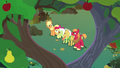 Apple family united under Mac and Buttercup's tree S7E13.png