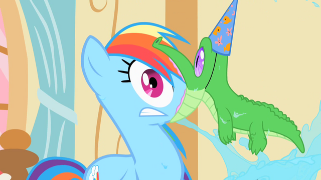 File:Gummy latched onto Rainbow Dash's face S1E25.png
