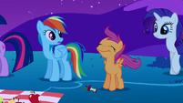 Rainbow Dash looks at Scootaloo S1E24