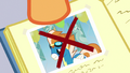 Scootaloo points to crossed-out photo of Fire Streak S7E7.png