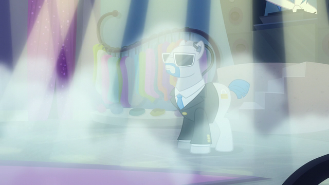 File:Smoke filling the boutique S6E9.png
