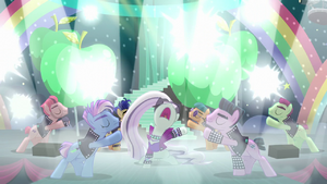 "Coloratura sings ""Lights, cameras"" S5E24"