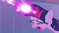 Twilight struggling with her magic S6E2