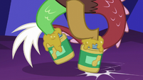 Discord wears peanut butter jars on his hooves again S5E22
