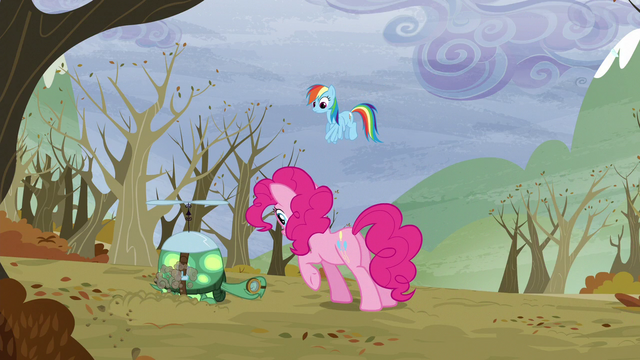 File:Pinkie comes to Tank S5E5.png