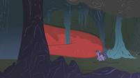Twilight enters the cave S1E07