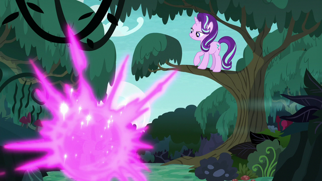 File:Twilight teleports out of the forest S6E21.png