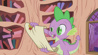 Spike reading Celestia's new letter S1E03