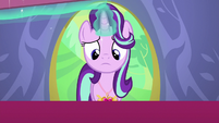 Starlight Glimmer opens the gift box S7E1