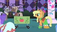 Applejack about to start selling her items S1E26